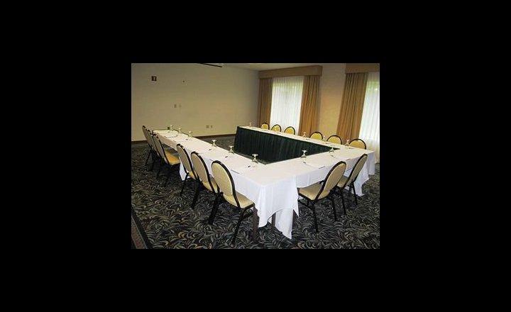 hilton garden inn cleveland airport hotel united states of america pricetravel - Hilton Garden Inn Cleveland Airport